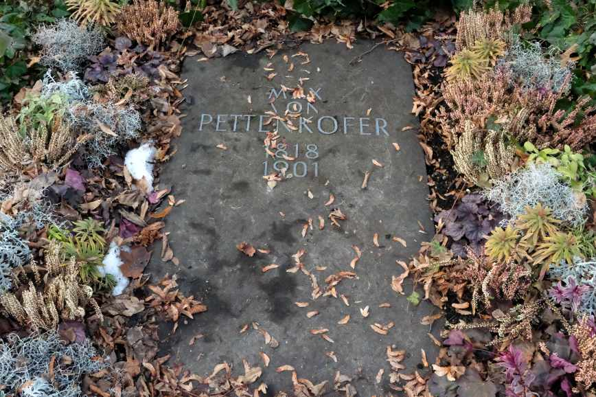Max von Pettenkofer's grave in the Alter Südfriedhof in Munich